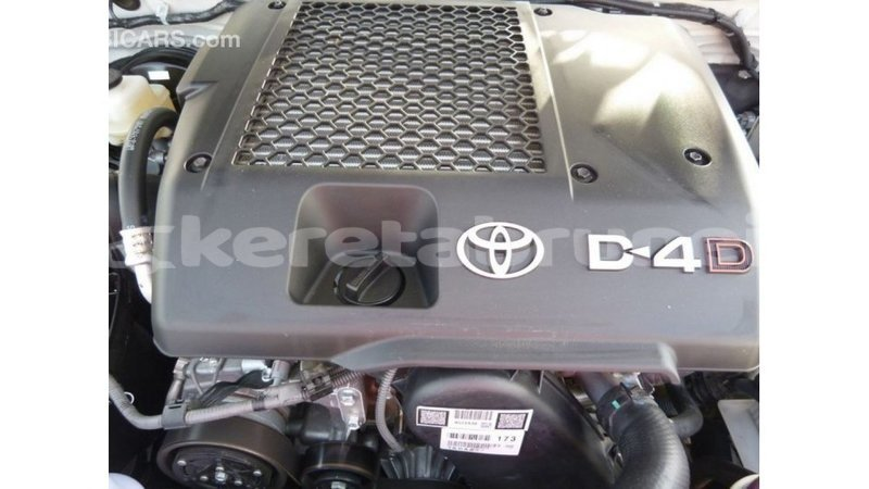 Big with watermark toyota hilux belait import dubai 2821