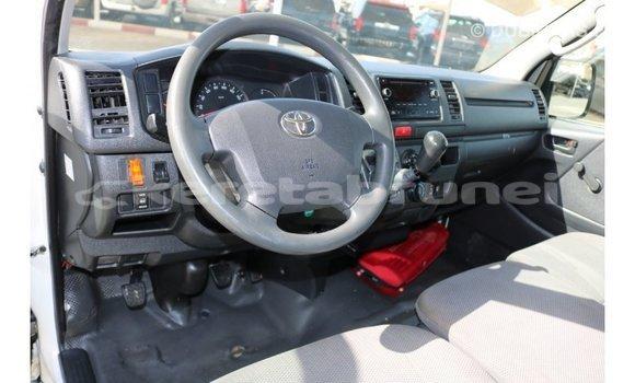 Buy Import Toyota Hiace White Car in Import - Dubai in Belait